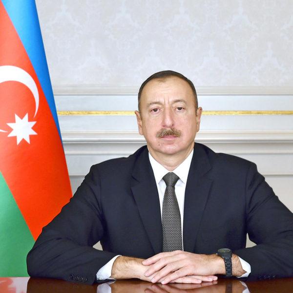 İlham Əliyev Tahir Salahovu təbrik edib