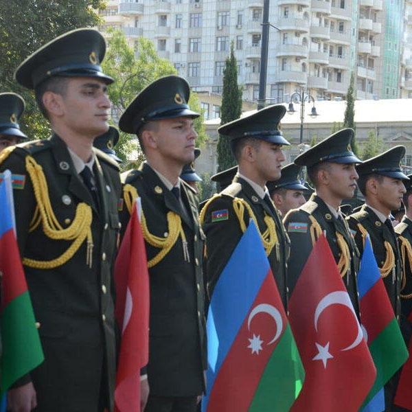 Bakıda hərbi yürüş keçirildi - VİDEO